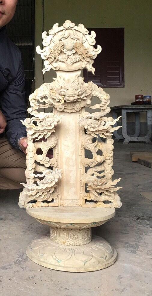 Mẫu bài vị đục rồng nổi cao cấp được chạm khắc bởi nghệ nhân gỗ Vượng