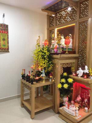 Bàn thờ Phật Bà Quan Âm nên đặt hướng ra cửa chính, cửa sổ hoặc ban công