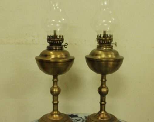 Đèn thờ cúng là vật phẩm thờ không thể thiếu