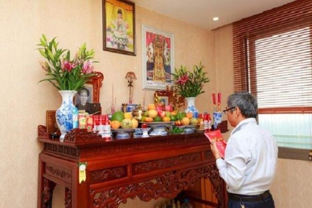 Đặt bàn thờ ở vị trí chính giữa ngôi nhà