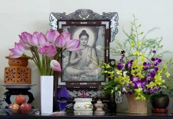 Không nên dâng lễ mặn chỉ nên dâng lễ chay để cúng Phật Bà Quan Âm