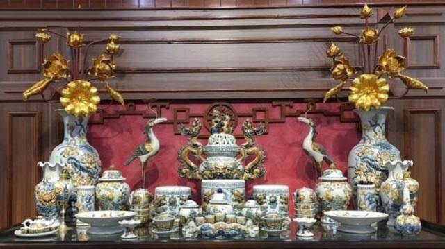 Theo quan niệm phong thủy thờ cúng thì trên bàn thờ chỉ nên có 3 bát hương, hoặc theo số lẻ