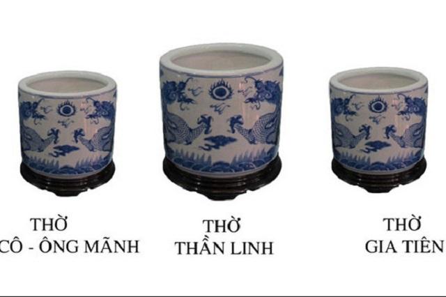 Trên bàn thờ gia tiên thường bố trí 3 bát hương trở lên