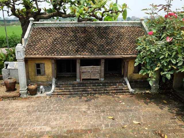 Kiến trúc nha go 3 gian 2 chai cổ xưa với vật liệu đơn sơ