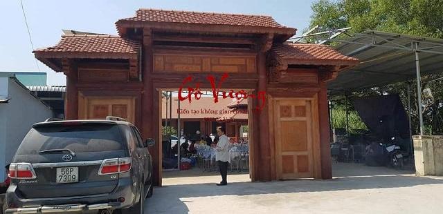 Mẫu cổng nhà thờ bằng gỗ uy nghi và bề thế