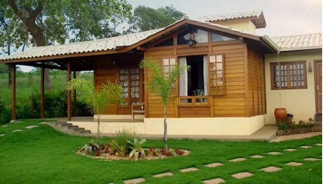Mẫu nhà gỗ đơn giản kết hợp gạch de tang sư chắc chắn