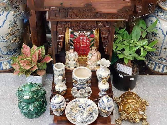 Ong Than Tai Dat Ben Trai Hay Phai