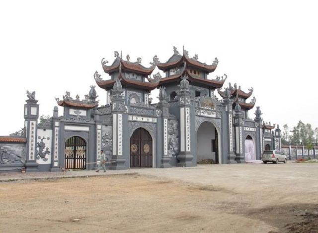 Tam quan ngôi chùa