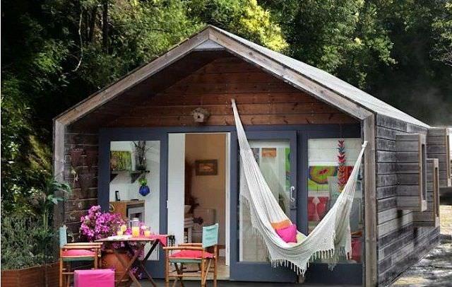 Thiết kế nhà gỗ cửa kính mang đến vẻ đẹp trẻ trung
