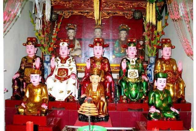Tượng thờ Ngũ Vị Tôn Quan trong chùa