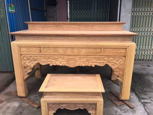 Gỗ gụ là một chất liệu thích hợp để đóng bàn thờ