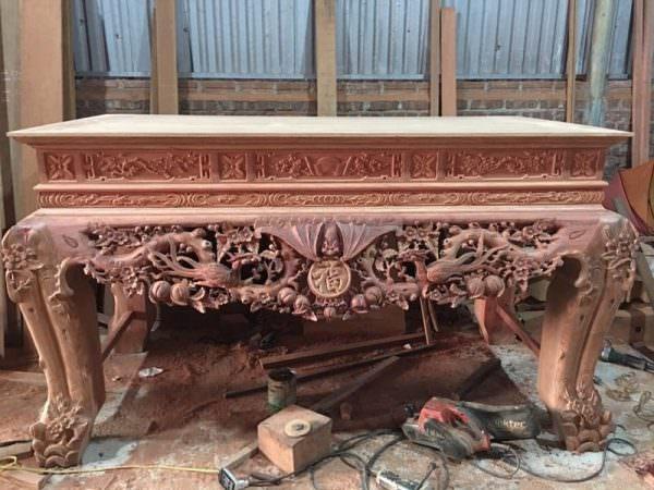 Sập thờ bằng gỗ gụ được chết tác bằng tay rất tinh xảo