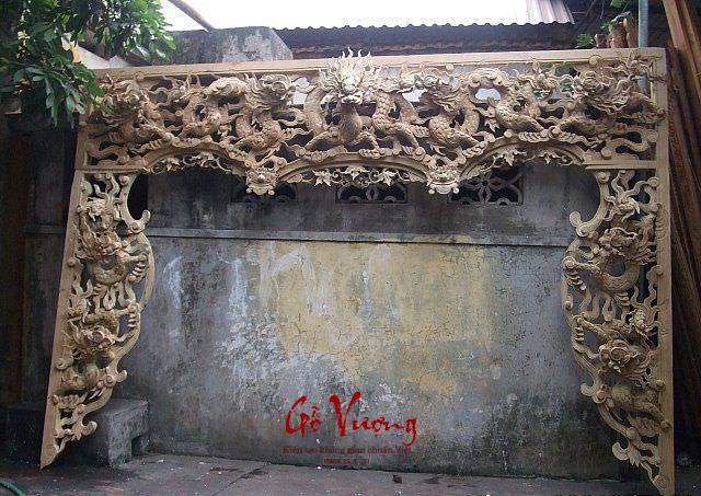 Cửa võng cửu long bằng gỗ dổi ta được thấy nhiều trong không gia thờ đền chùa