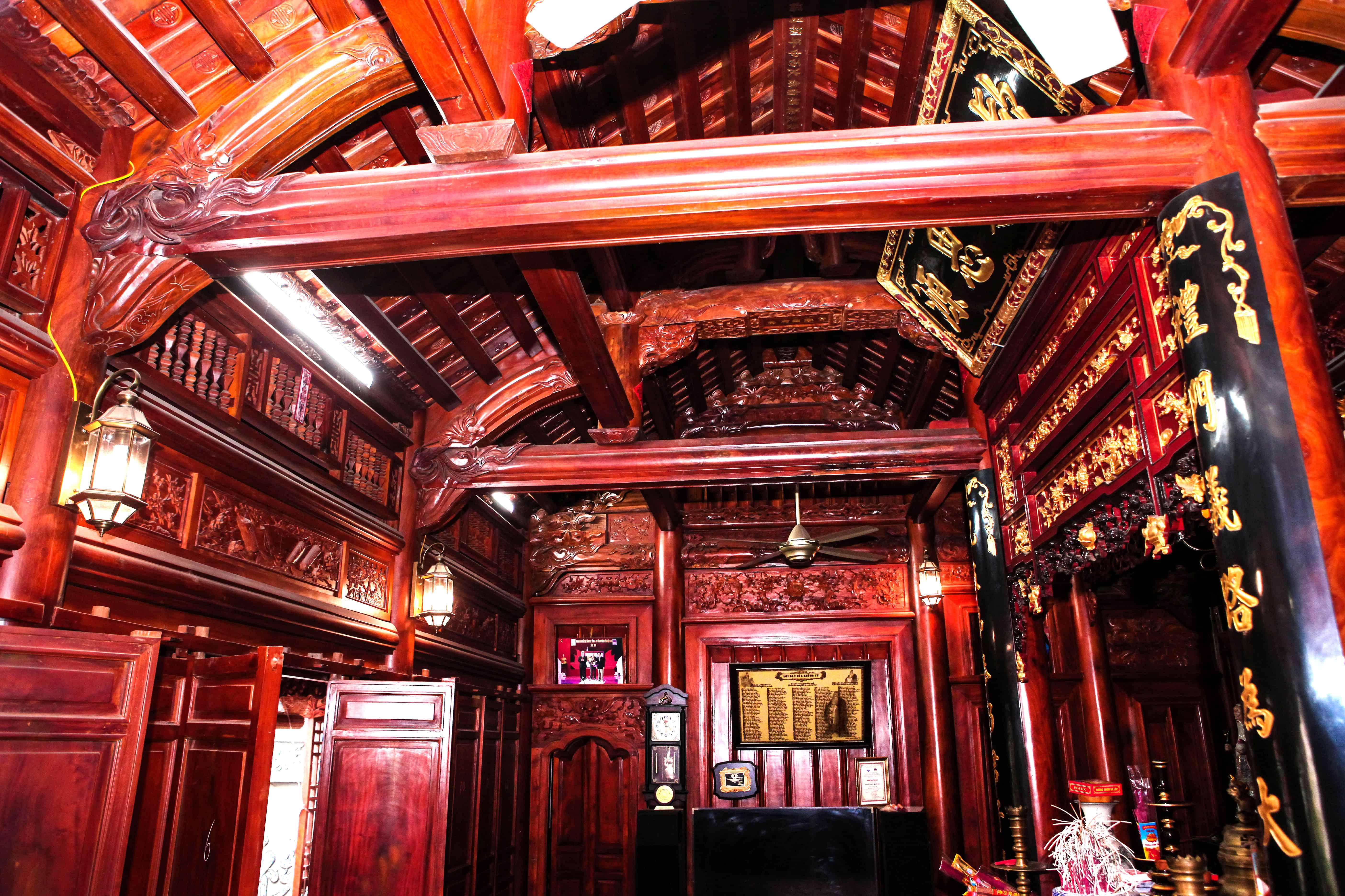 Những ngôi nhà làm bằng gỗ lim mang vẻ đẹp sang trọng cuốn hút
