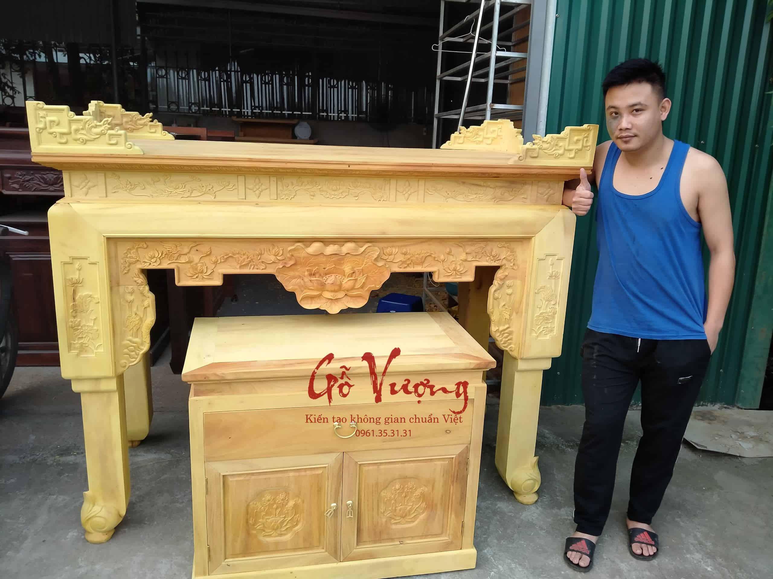 Có rất nhiều những loại gỗ khác nhau được dùng trong các thiết kế bàn thờ.